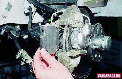 как правильно установить тормозные колодки