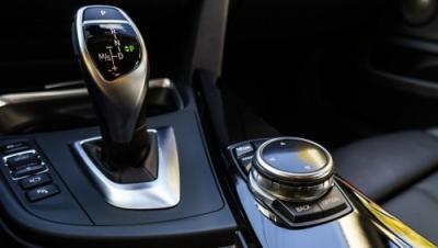 сбавление скорости на машине как что делать правильно
