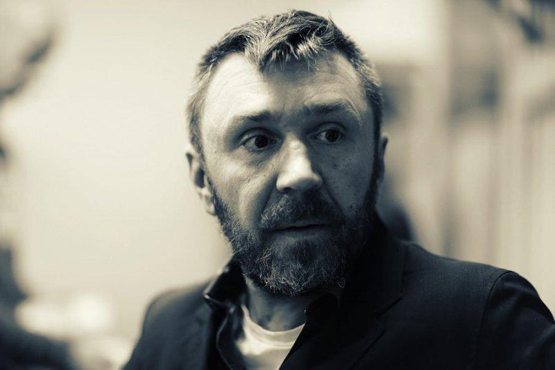 shnurov-ustroil-skandal-na-premii-gq-i-stal-chelovekom-goda_1
