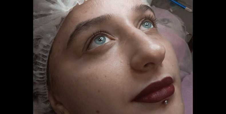 Современная внешность женщин. Популярный перманентный макияж