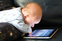 Ученые: гаджеты тормозят развитие речи у ребенка