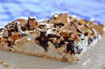 """Торт """"Павлова"""" с орехами и шоколадом Ингредиенты: Белок"""