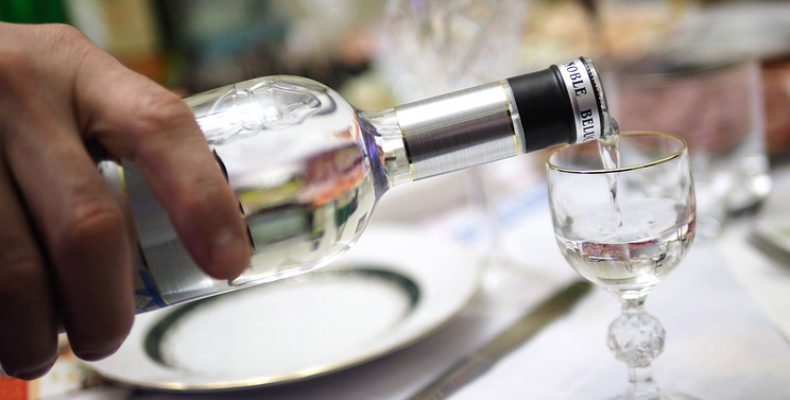 Цена поллитровой бутылки водки в России будет минимум 205 рублей