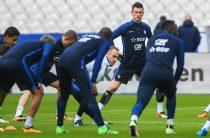 Состав сборной Франции: Вратари: Бенуа Костиль («Ренн»), Стив