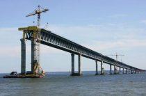 Турецкий сухогруз протаранил недостроенный мост через Керченский пролив.