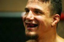 Многоопытный экс-чемпион UFC в тяжёлом весе американец Фрэнк