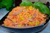 Салат с копченой колбасой и морковью. Салатом с