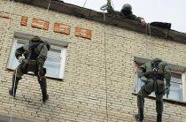Военнослужащие мотострелкового соединения ЗВО осваивают навыки ведения боя