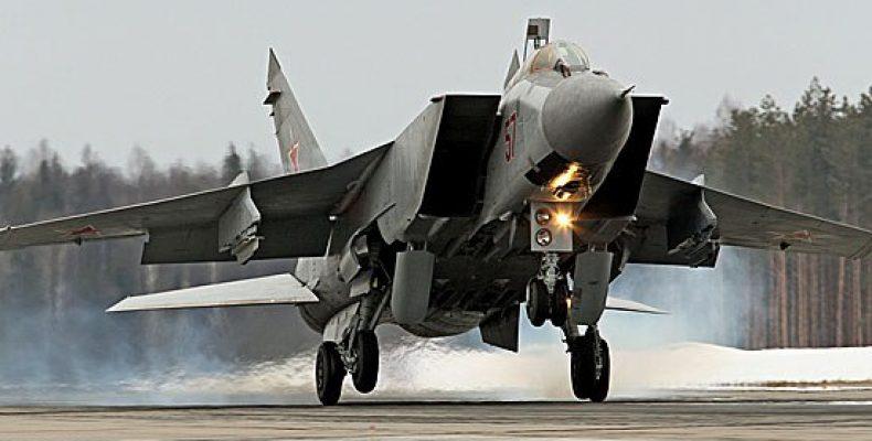 Экипажи истребителей МиГ-31 выполнили прикрытие высадки десанта в