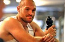 Чемпион WBA/WBO/IBO в супертяжелом весе Тайсон Фьюри (25-0,