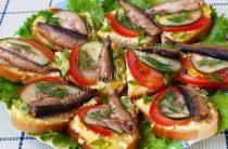 Праздничные бутерброды со шпротами Ингредиенты: Шпроты – 1