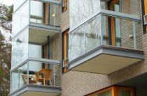 Остекление балкона в доме серии Хрущевка в Москве