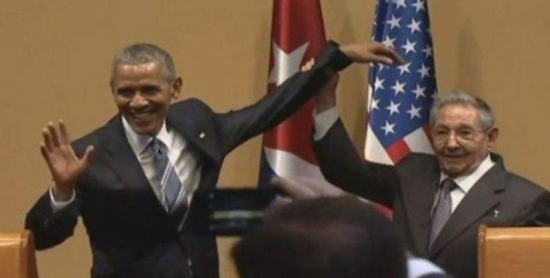 Рауль Кастро не позволил Обаме похлопать себя по