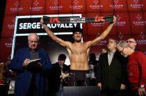 Мировой чемпион по версиям WBA/WBO/IBF в полутяжёлом весе