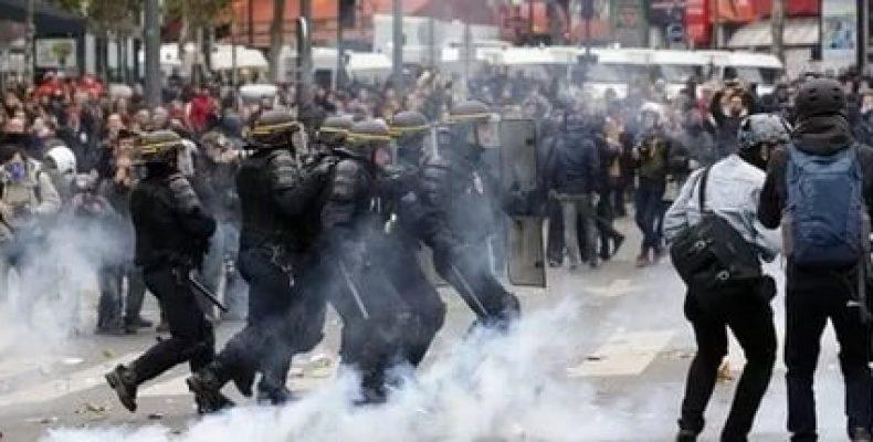 Полиция задержала почти 150 человек после массовых акций протеста во французской столице