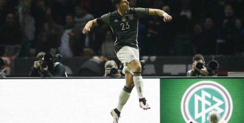 Форвард «Бешикташа» Марио Гомес увеличил преимущество сборной Германии