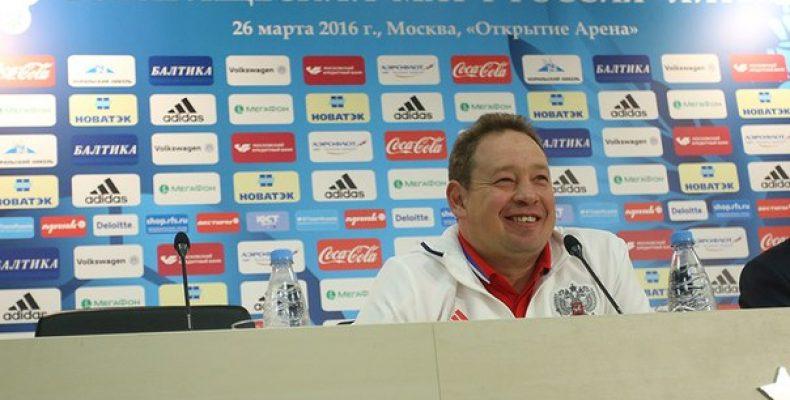 Главный тренер сборной России Леонид Слуцкий после победы