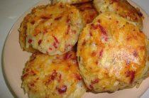 Драники с ветчиной, сыром и зеленью Ингредиенты: -картофель