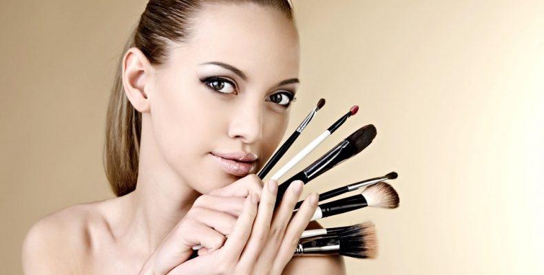 Модная тенденция, красота с макияжем