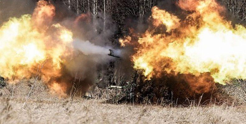 Экипажи дальнобойных самоходных пушек 2С7М «Малка» артиллерийского соединения